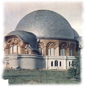 http://static1.paudedamasc.com/fotos/galeria/150-Aniversario-del-nacimiento-de-Rudolf-Steiner/Primer-Goetheanum.png